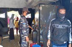 Siaga Covid-19, Lanal Kotabaru Bantu Mengamankan Arus Penumpang Transportasi Laut - JPNN.com