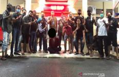 Napi Asimilasi Berulah Lagi, Kali Ini Pengendara yang Ditusuk, Jleb! - JPNN.com