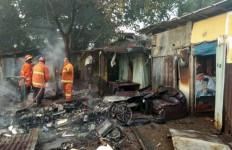 Detik-detik Kompleks Makam Mbah Dalem Terbakar - JPNN.com