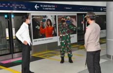 Kunjungi Stasiun MRT, Jokowi Minta Kapolri dan Panglima TNI Mendisiplinkan Masyarakat - JPNN.com