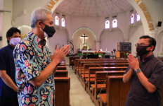 Persiapan New Normal, Pak Ganjar Mengunjungi Gereja Katedral - JPNN.com
