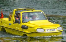 Tak Hanya di Aspal, Suzuki Jimny Ini Bisa Mengapung di Air - JPNN.com