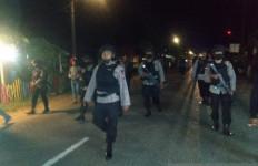 Brimob Polda Sumut Diturunkan Pascabentrok Antarwarga di Tapanuli Selatan - JPNN.com