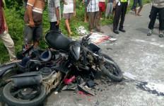 Dua Sepeda Motor Remuk Begini Usai Kecelakaan, Lihat Fotonya - JPNN.com