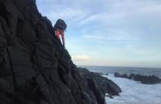 Basarnas Kerahkan Helikopter untuk Selamatkan Pemancing yang Terjebak di Atas Tebing - JPNN.com