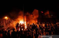 Protes Pembunuhan Pria Kulit Hitam, Massa Bakar Kantor Polisi - JPNN.com