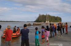 Nekat Mandi di Laut, Empat Bocah SD Ini Hanyut Terbawa Ombak - JPNN.com