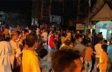 Malam Hari, Ratusan Warga Marah-Marah, Kaca Kantor Wali Nagari Pecah - JPNN.com