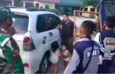 Mengaku tak Bisa Beli Susu, Pria Ini Menyerahkan 2 Anaknya ke Anggota TNI - JPNN.com