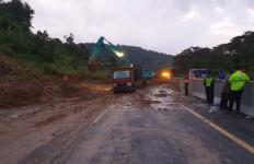 Tol Semarang-Solo KM 426 Tertutup Longsor - JPNN.com