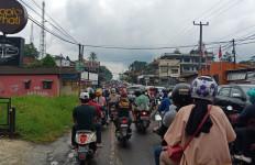 Akhir Pekan, Puncak Bogor jadi Lautan Kendaraan, Lihat Fotonya - JPNN.com