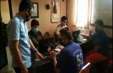 Menegangkan, Polisi Buru Debt Collector, Tertangkap di Pintu Tol - JPNN.com