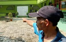 Geger! Pengurus Masjid Menemukan Kantong Plastik, Pas Dibuka Berasap - JPNN.com