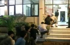 Hendak Tawuran, 7 Remaja Bersenjata Celurit dan Pedang Diciduk Polisi di Pulogadung - JPNN.com
