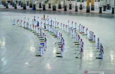 Warga Saudi Tak Kuasa Menahan Air Mata saat Masjid Kembali Dibuka - JPNN.com