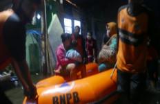 Rob Terjang Pekalongan, Ratusan Warga Terpaksa Mengungsi - JPNN.com