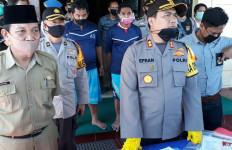 Sunat Bantuan Warga Terdampak COVID-19, Dua Oknum Kadus di Mura Ditangkap Polisi - JPNN.com
