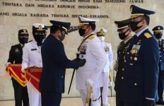 Panglima TNI Sematkan Tanda Kehormatan Bintang Dharma Kepada Kasal dan Kasau - JPNN.com