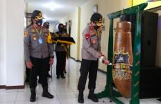 Polisi Pantau Dana Bansos Covid-19 Lewat Posko Kampung Kulo Siaga - JPNN.com