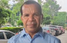 Petrus Uropmabin: Kami Berikhtiar untuk Memajukan Masyarakat dan Daerah Pegunungan Bintang - JPNN.com