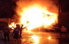 Detik-detik Gudang Ban di Kudus Terbakar - JPNN.com