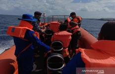 Kapal Nelayan Tenggelam di Perairan Wakatobi, 2 ABK Ditemukan Selamat, 5 Lainnya Hilang - JPNN.com
