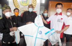 Ketum Gerindra Prabowo Subianto Sumbang 800 APD - JPNN.com