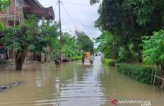 Ganjar Perintahkan Bupati dan Wali Kota Turun Tangan Bantu Korban Banjir Rob - JPNN.com