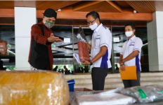 Ganjar Terima Bantuan Senilai Rp 3 Miliar untuk RS di Jateng - JPNN.com