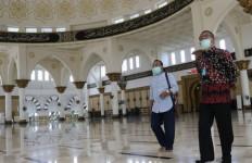 Gubernur Kalbar Masih Waras, Tak Mungkin Masuk Masjid Tanpa Lepas Sepatu - JPNN.com
