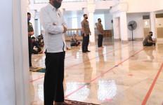 Presiden Jokowi Akhirnya Salat Jumat di Masjid Istana - JPNN.com