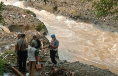 Nurdin Mencium Bau Tak Sedap dari Tumpukan Sampah, Ketika Diperiksa Ternyata, Teganya - JPNN.com