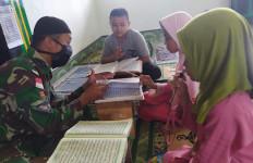 Prajurit Pamtas RI-PNG Jadi Guru Ngaji, Ustaz Nahyudin Bilang Begini - JPNN.com