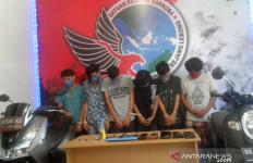 6 Mahasiswa Tertangkap Basah Melakukan Perbuatan Terlarang di sebuah Rumah - JPNN.com
