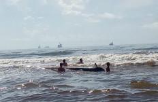 Personel Lanal Sangatta Bantu Selamatkan Korban Kecelakaan di Laut - JPNN.com