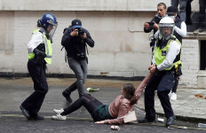 Perkembangan Terbaru di AS, Muncul Desakan Anggaran Polisi Dipangkas - JPNN.com