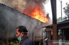 Awalnya Api Membakar Satu Rumah - JPNN.com