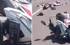 Pengendara Sepeda Motor Tewas Mengenaskan Dilindas Truk dari Belakang, nih Fotonya - JPNN.com