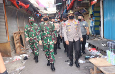 Panglima TNI dan Jenderal Idham Apresiasi Para Pedagang dan Pengunjung Tanah Abang - JPNN.com