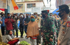 Panglima TNI Tinjau Kesiapan Penerapan Protokol Kesehatan di Pasar Kodim Senapelan - JPNN.com