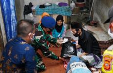 Kabaharkam dan Alumnus Akabri 89BawaBantuan untuk Warga di Bogor - JPNN.com