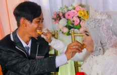 Asmara Mbah Gambreng dan Ardi, Pernikahan Nenek dengan Anak Angkat yang Kini Mendunia - JPNN.com