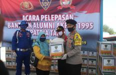Alumnus Akpol 95 Serahkan Bantuan di Pulau Harapan - JPNN.com