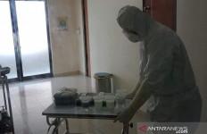 Kisah Petugas Kebersihan Ruang Isolasi Covid-19 - JPNN.com