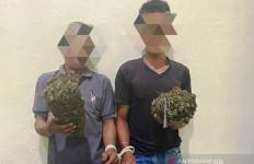 Gelagat Dua Pengendara Ini Bikin Petugas Posko COVID-19 Curiga, Lantas Diperiksa, Oh Ternyata - JPNN.com