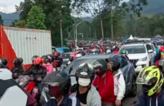 PSBB Belum Usai, Kawasan Puncak Bogor sudah Macet Total - JPNN.com