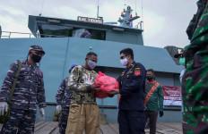 Bea Cukai Ternate Beri Bantuan Untuk Penduduk di Pulau Makian dan Pulau Moti - JPNN.com