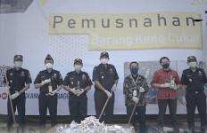 Bea Cukai Kalimantan Bagian Barat Musnahkan Jutaan Batang Rokok Ilegal - JPNN.com