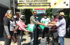Relawan Eri Cahyadi Berikan APD ke Kampung-Kampung di Surabaya - JPNN.com