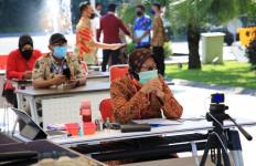 Bu Risma Sujud, Begini Komentar Ketua DPRD Surabaya - JPNN.com